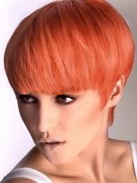 Вечерний макияж смоки айс изумительно смотрится в сочетании с густыми светло-рыжими волосами средней длины, уложенными с помощью лака средней фиксации