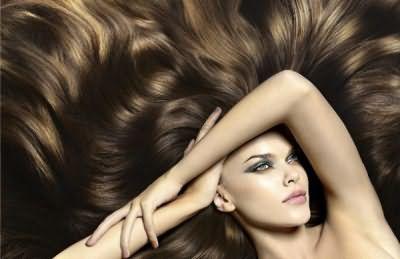 Фантастические блики на темных волосах