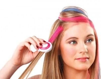 Мелки для макияжа – прекрасное средство, которое поможет осуществить окрашивание прядей волос в яркие цвета.