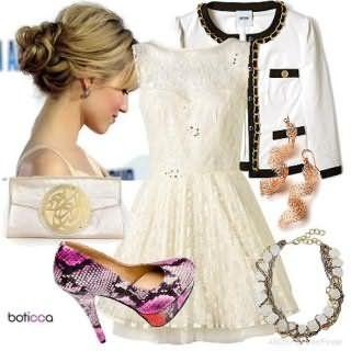 Двухслойное вечернее платье белого цвета, приталенного покроя, длиной выше колен, без рукавов.