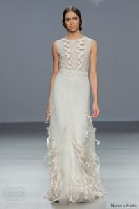 Свадебное платье белого цвета с серым подтоном, украшенное вышивкой, от Marco and Maria.