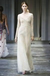Двухслойное платье белого цвета с серым подтоном, с отрезной талией от Luisa Beccaria.