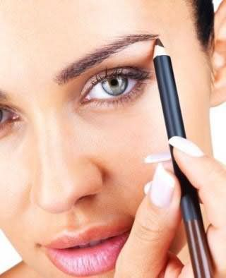 Карандаш - самое популярное косметическое средство для окрашивания бровей.