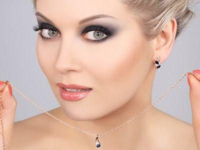 Глаза серого оттенка позволяют подобрать практически любой цвет прически!