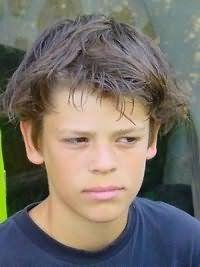 Удлиненные волосы для прически мальчика