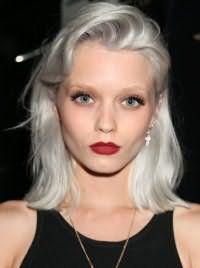 Стрижка для волос светло-серого оттенка