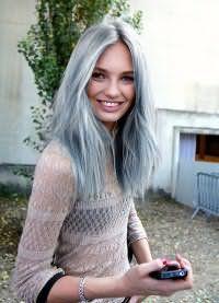 Ультрамодный серый оттенок волос