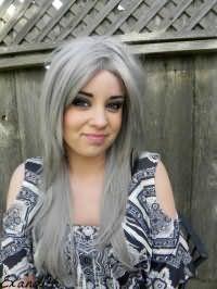 Модный серый цвет длинных волос