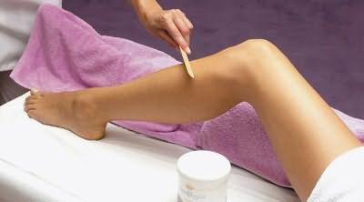 Подготовка к эпиляции сахарной пастой: пилинг ног