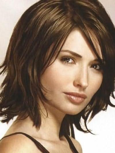 Фото стрижек на волосы средней длины