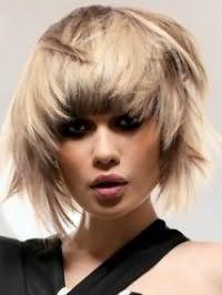 Асимметричная рваная стрижка для прямых волос