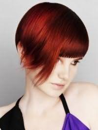 Асимметричная креативная стрижка для прямых коротких волос красного оттенка