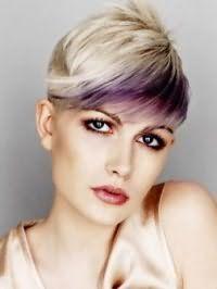 Красивая креативная стрижка с косой челкой и колорированием для коротких волос