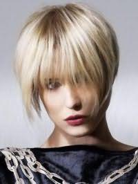 Ультрамодная креативная стрижка для коротких волос пепельно-русого тона