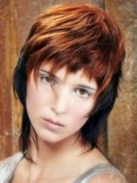 Рваная стрижка для волос черного цвета с рыжим мелированием