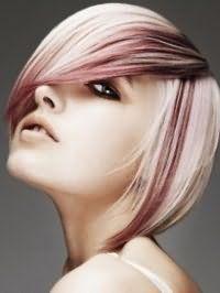 Красивая креативная стрижка с косой челкой и мелированием для коротких волос