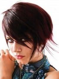 Модная рваная стрижка для средних волос с косой челкой
