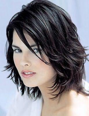 Стрижки для тонких волос с челкой должны учитывать не только особенности локонов, но и форму лица
