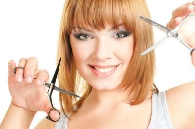 Успешно справиться с филировкой можно с помощью обычных парикмахерских, филировочных ножниц и бритвы