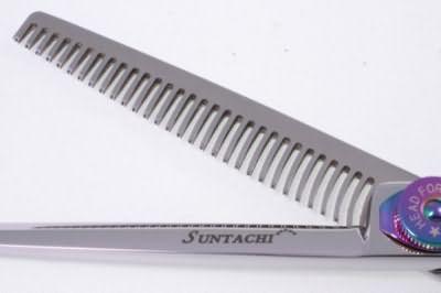 Цена главного «орудия» парикмахера – филировочных ножниц может достигать нескольких тысяч долларов