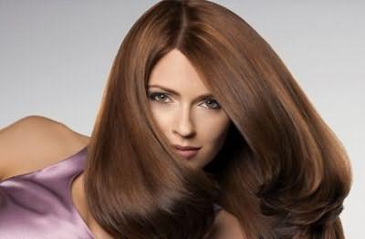 На фото: шоколадный цвет волос