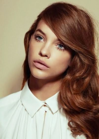 На фото - каштаново-шокладный цвет волос