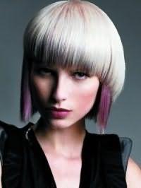Стрижка двойное каре для прямых волос пепельного цвета с колорированием