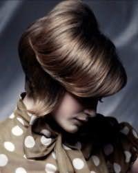 Оригинальная стрижка двойное каре для волос темно-каштанового оттенка