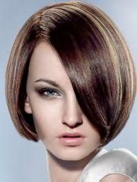 Элегантная укладка классической стрижки каре для темных волос с колорированием