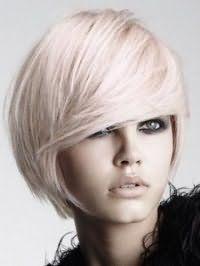 Стрижка каре с удлинением для густых волос пепельного оттенка