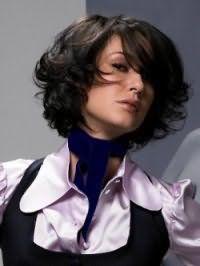 Женская стрижка каре с челкой и праздничной укладкой для черных волос