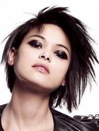 Асимметричная стрижка градуированное каре для тонких волос черного цвета