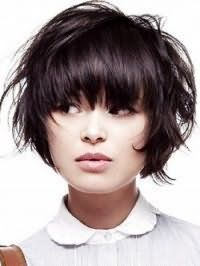 Стильная стрижка градуированное каре с челкой для темных тонких волос