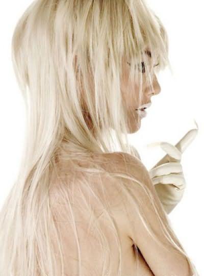 На фото представлена градуированная стрижка на длинные волосы: вид сзади доказывает ее изящество и прелесть