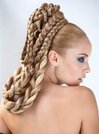 Свадебная прическа в греческом стиле из кос для длинных волос