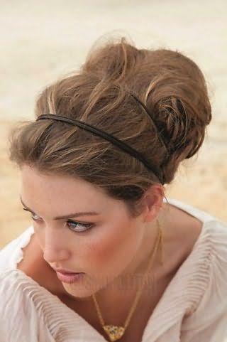Свадебная прическа в греческом стиле с двойным ободком