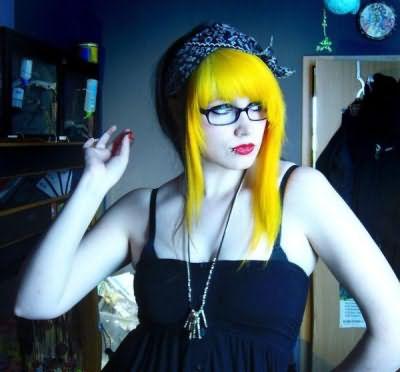 Фото окрашивания Manic Panic тон Banana на обесцвеченные волосы