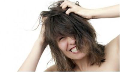 Сильный зуд кожи головы – основной признак педикулеза