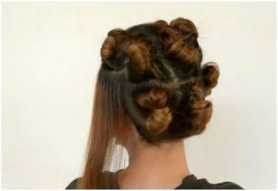 Разделите волосы на пряди