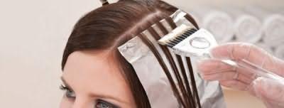 Мелирование темных волос с помощью фольги
