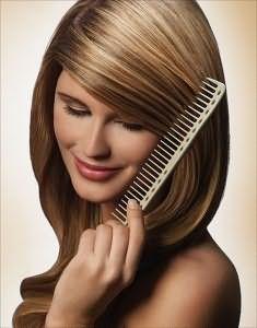 Перед укладкой необходимо расчесать волосы.