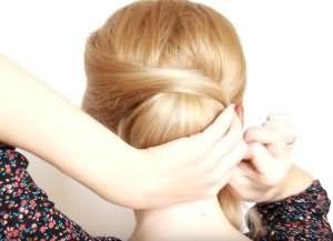 как сделать красивую укладку на средние волосы 11