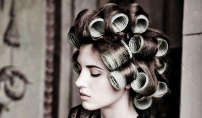 Бигуди-липучки – отличное средство для придания волосам объема