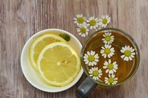 Ромашка и лимон бережно осветляют пряди