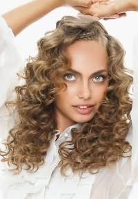 как правильно укладывать кудрявые волосы 9