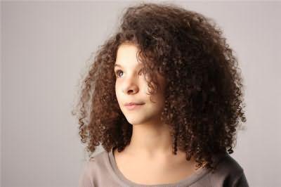 Прически с плойкой на средние волосы