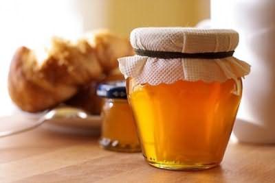 В качестве укладочного средства можно использовать сахарный или медовый спрей