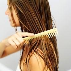 Можно ли расчесывать мокрые волосы