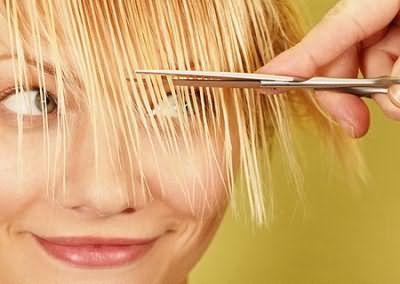 Как правильно подстричь косую челку?