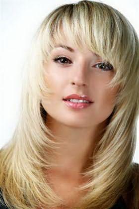 Фото: каскад смотрится одинаково хорошо на любой длине волос